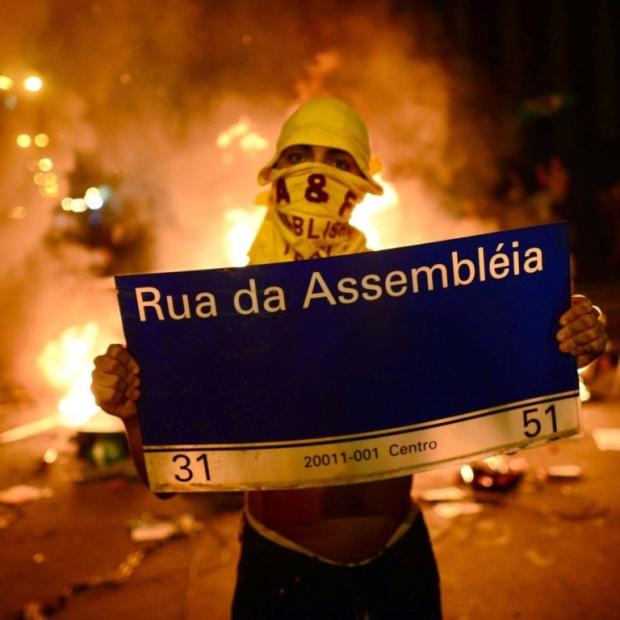 13.06.26_Pedro Rocha de Oliveira_A classe média vai ao protesto