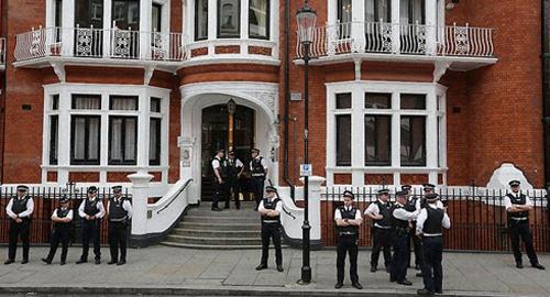 14.02.14_Zizek_O que é um autêntico evento político_embaixada_assange