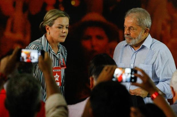 Resultado de imagem para gleisi lula anunciam pre candidatura